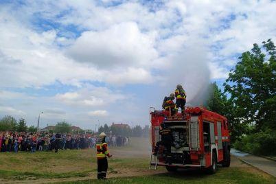 v-zaporozhe-ekstrenno-evakuirovali-shkolu-podrobnosti.jpg
