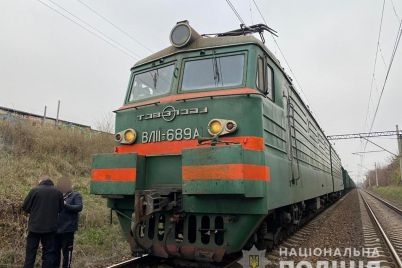 v-zaporozhe-elektrovoz-sbil-muzhchinu-v-policzii-rasskazali-podrobnosti-tragedii.jpg