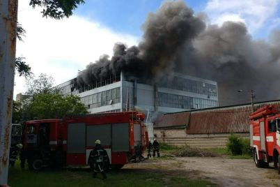 v-zaporozhe-gorit-obuvnaya-fabrika-mida-foto-video.jpg