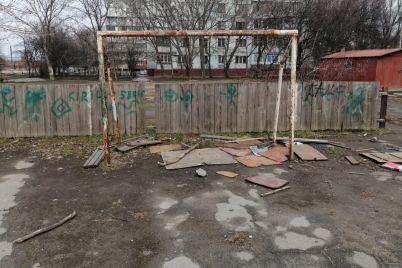 v-zaporozhe-gorozhane-prosyat-vosstanovit-sportploshhadku-foto.jpg