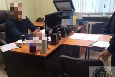 v-zaporozhe-gossluzhashhij-obeshhal-snyat-arest-s-imushhestva-za-finansovoe-voznagrazhdenie-foto.jpg