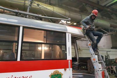 v-zaporozhe-gotovyatsya-vyjti-na-liniyu-eshhe-dva-tramvaya-sobrannyh-na-baze-zaporozhelektrotransa-fotoreportazh.jpg