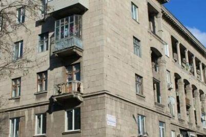 v-zaporozhe-hotyat-obnovit-na-fasadah-pamyatnikov-arhitektury-povrezhdennuyu-keramicheskuyu-plitku.jpg