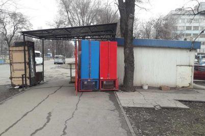 v-zaporozhe-hozyaina-kioska-oshtrafovali-za-pristrojku-foto.jpg