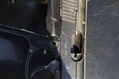 v-zaporozhe-huligan-strelyal-iz-pistoleta-foto.jpg