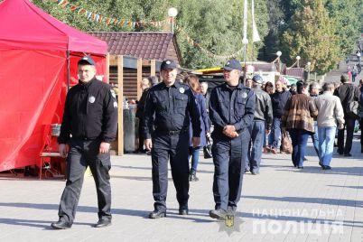 v-zaporozhe-i-oblasti-za-poryadkom-vo-vremya-gulyanij-sledyat-1000-policzejskih-i-500-naczgvardejczev-foto.jpg