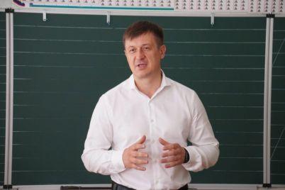 v-zaporozhe-inicziativnye-roditeli-poluchili-televizor-dlya-pervoklassnikov.jpg
