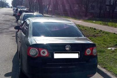 v-zaporozhe-inspektory-po-parkovke-shtrafuyut-voditelej-narushitelej-okolo-czirka-foto.jpg