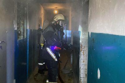 v-zaporozhe-iz-mnogoetazhki-srochno-evakuirovali-lyudej-foto.jpg