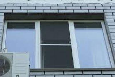 v-zaporozhe-iz-okna-5-go-etazha-vypal-dvuhletnij-rebenok.jpg