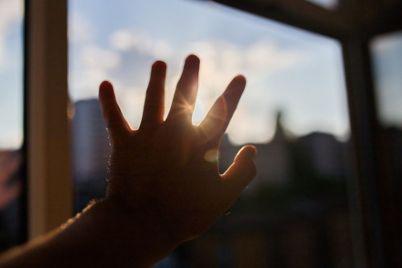 v-zaporozhe-iz-okna-detsada-vypal-rebenok-stali-izvestny-podrobnosti-video-foto.jpg
