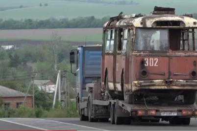 v-zaporozhe-iz-yalty-privezli-krymskij-trollejbus-video.png