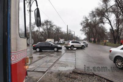 v-zaporozhe-iz-za-avarii-zatrudneno-dvizhenie-tramvaev-foto.jpg