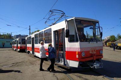 v-zaporozhe-kapitalno-otremontirovali-eshhe-dva-tramvajnyh-vagona-za-600-tysyach-griven.jpg