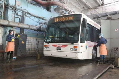 v-zaporozhe-kommunalnyj-transport-dezinficziruyut-2-raza-v-den.jpg