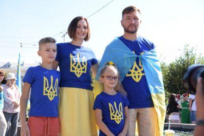 v-zaporozhe-marsh-svobody-sobral-neskolko-sot-uchastnikov-foto-video.jpg