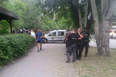 v-zaporozhe-mezhdu-futbolnymi-fanatami-voznik-konflikt-v-tolpu-brosili-petardu.jpg
