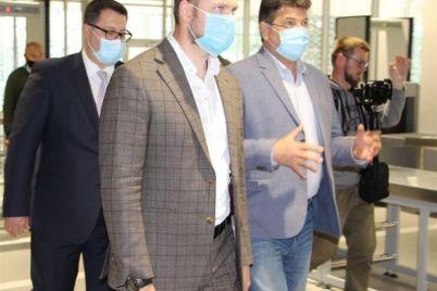 v-zaporozhe-ministra-vpechatlil-vneshnij-vid-i-komfort-novogo-terminala-foto.jpg