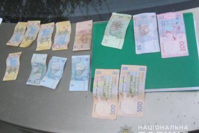 v-zaporozhe-muzhchina-predlagal-vzyatku-patrulnym-policzejskim-chtoby-te-ne-zametili-narkotiki.jpg