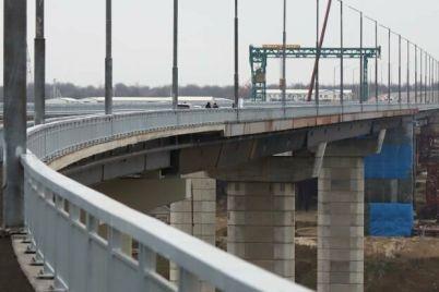 v-zaporozhe-muzhchina-razbilsya-sprygnuv-s-novogo-mosta.jpg