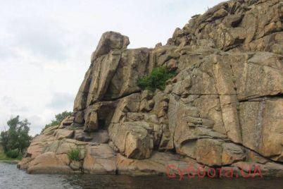 v-zaporozhe-muzhchina-ruhnul-vniz-pryamo-so-skaly.jpg