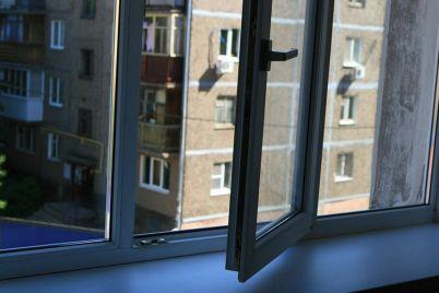 v-zaporozhe-na-baburke-molodoj-paren-vypal-iz-okna-9-etazha-podrobnosti.jpg