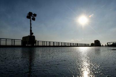 v-zaporozhe-na-balochnom-mostu-ukladyvayut-litoj-asfalt-po-nemeczkoj-tehnologii-fotoreportazh.jpg
