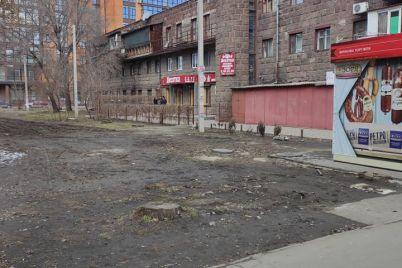 v-zaporozhe-na-meste-demontirovannyh-kioskov-nachali-poyavlyatsya-novye.jpg