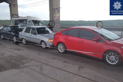 v-zaporozhe-na-mostu-preobrazhenskogo-v-rezultate-dtp-stolknulis-tri-avtomobilya-foto.jpg