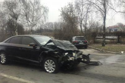 v-zaporozhe-na-naberezhnoy-stolknulis-tri-avto-foto-video.jpg