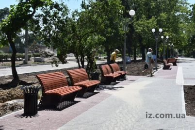 v-zaporozhe-na-obnovlennom-prospekte-uzhe-postavili-krasivye-lavochki.jpg