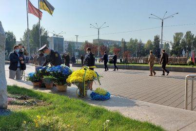 v-zaporozhe-na-ploshhadi-geroev-sostoyalos-prazdnovanie-dnya-zashhitnika-ukrainy-foto.jpg