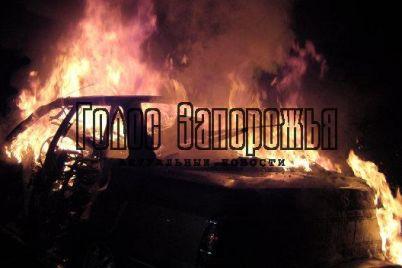 v-zaporozhe-na-proezzhej-chasti-zagorelas-tavriya-video.jpg