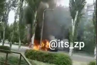 v-zaporozhe-na-proezzhej-chasti-zagorelsya-gruzovoj-avtomobil-video.png