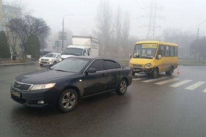 v-zaporozhe-na-shevchenkovskom-sluchilos-dtp-s-marshrutkoj-postradal-odin-chelovek-foto.jpg