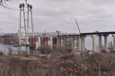 v-zaporozhe-na-vantovom-mostu-raboty-prodvigayutsya-i-so-storony-horticzy-foto.jpg