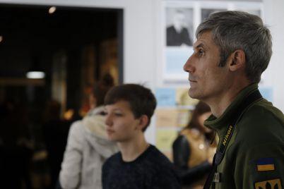 v-zaporozhe-na-vystavke-faktor-svobody-pokazali-kak-by-vyglyadeli-profili-mazepy-petlyury-i-bandery-v-soczsetyah.jpg