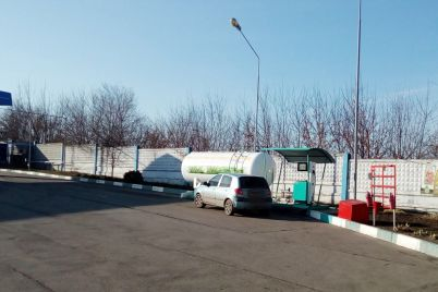 v-zaporozhe-nalogoviki-izuyali-partiyu-topliva-s-nelegalnoj-zapravki-foto.jpg