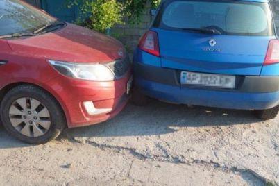 v-zaporozhe-netrezvyj-voditel-vrezalsya-v-priparkovannyj-avtomobil.jpg