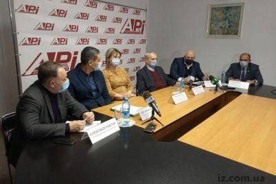 v-zaporozhe-obsudili-sudbu-desyatyh-klassov.jpg