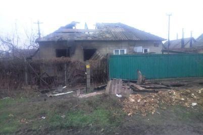 v-zaporozhe-ogon-ohvatil-zhiloj-dom-pogib-rebenok-foto.jpg