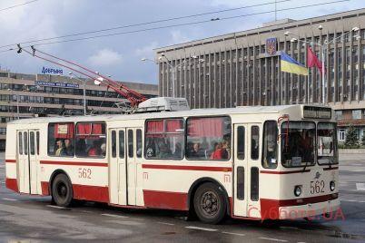 v-zaporozhe-ostalsya-poslednij-v-mire-dejstvuyushhij-trollejbus-ziu-9-foto.jpg