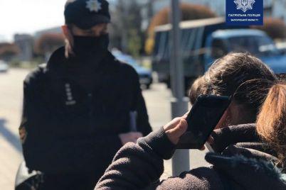 v-zaporozhe-patrulnye-vysazhivali-iz-obshhestvennogo-transporta-passazhirov-bez-speczpropuskov.jpg