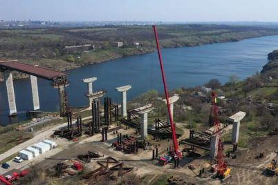v-zaporozhe-ploshhadka-stroitelstva-mostov-s-vysoty-vyglyadit-nerealno-krasivo-foto.jpg