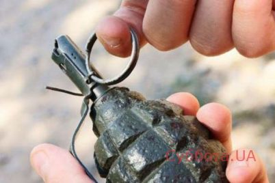 v-zaporozhe-po-gorodu-razgulival-muzhchina-s-granatoj-video.jpg