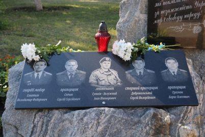 v-zaporozhe-pochtili-pamyat-oficzera-kotoryj-nakryl-soboj-granatu-v-vagone-poezda-foto.jpg
