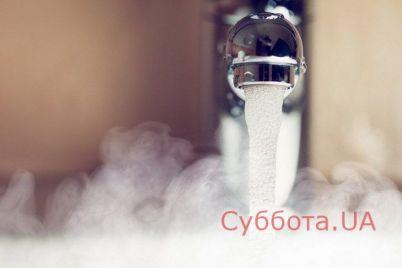v-zaporozhe-pod-odnoj-iz-mnogoetazhek-proshel-dozhd-iz-kipyatka-video.jpg