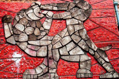 v-zaporozhe-pokazali-yarkie-mozaiki-i-barelefy-kotorye-ukrashayut-zdaniya-goroda.jpg