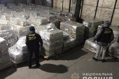 v-zaporozhe-policzejskie-nashli-sklad-yakoby-nelegalnogo-alkogolya-na-2-milliona-griven-foto.jpg