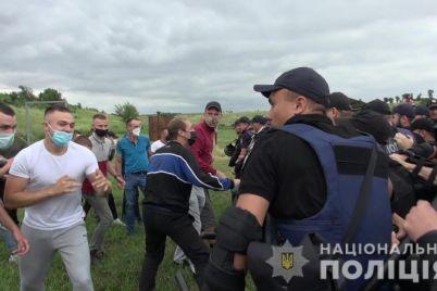 v-zaporozhe-policzejskie-presekli-besporyadki-vo-vremya-massovogo-meropriyatiya-foto-video.jpg